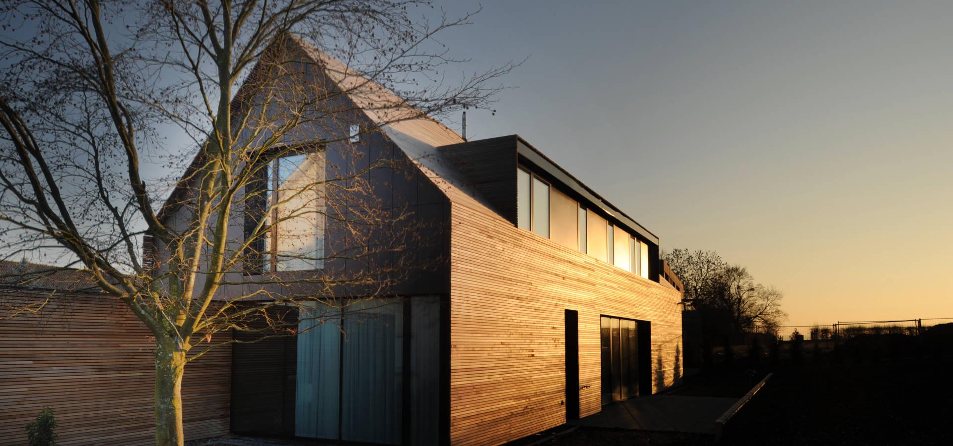 Двухскатная крыша с островерхими формами