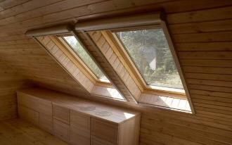 Деревянные окна на мансарде