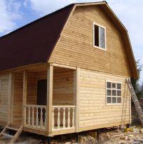 Дом из бруса с мансардой и крыльцом