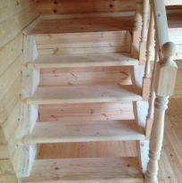 Лестница на 2 этаж точеные балясины(круглые), перила, ступени 40х250 мм